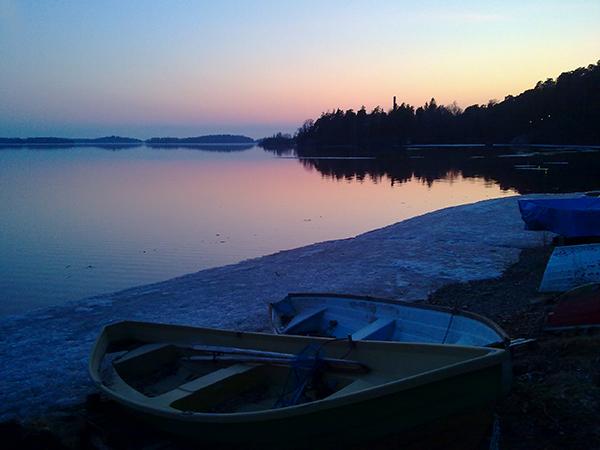 湖畔 フィンランドの森から