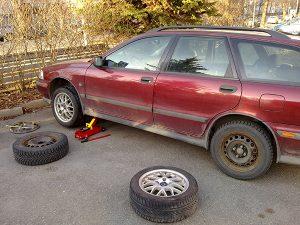 我が家タイヤ交換 フィンランドの森から